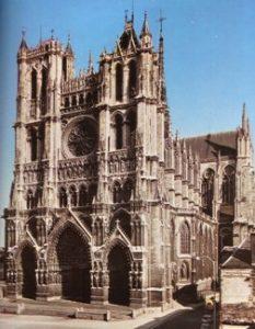 Torino, un angelo e le cattedrali trine